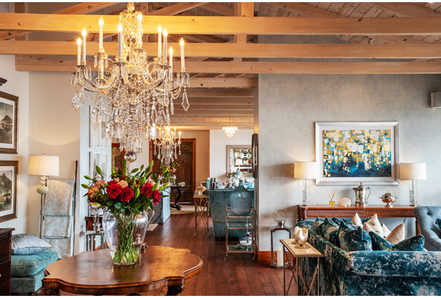 Tintswalo-Atlantic-Wedding-Venue-Chapmans-Peak-Cape-Town-Lounge-Decor-Chandelier