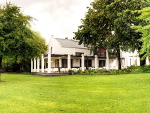Simonsig_Wine_Estate_Wedding_Venue_Cape_Winelands_Stellenbosch_look